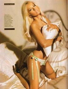 Christina Aguilera semi desnuda